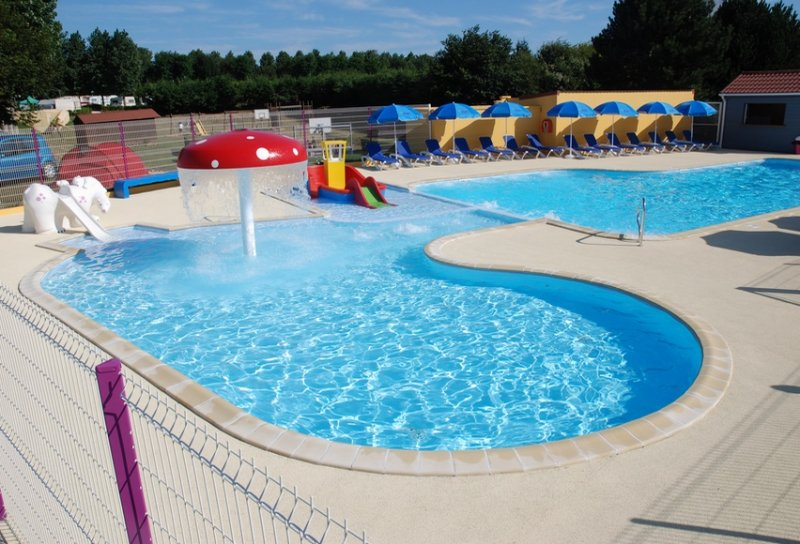 Camping vitamin 4 toiles piscine couverte dieppe for Piscine couverte normandie