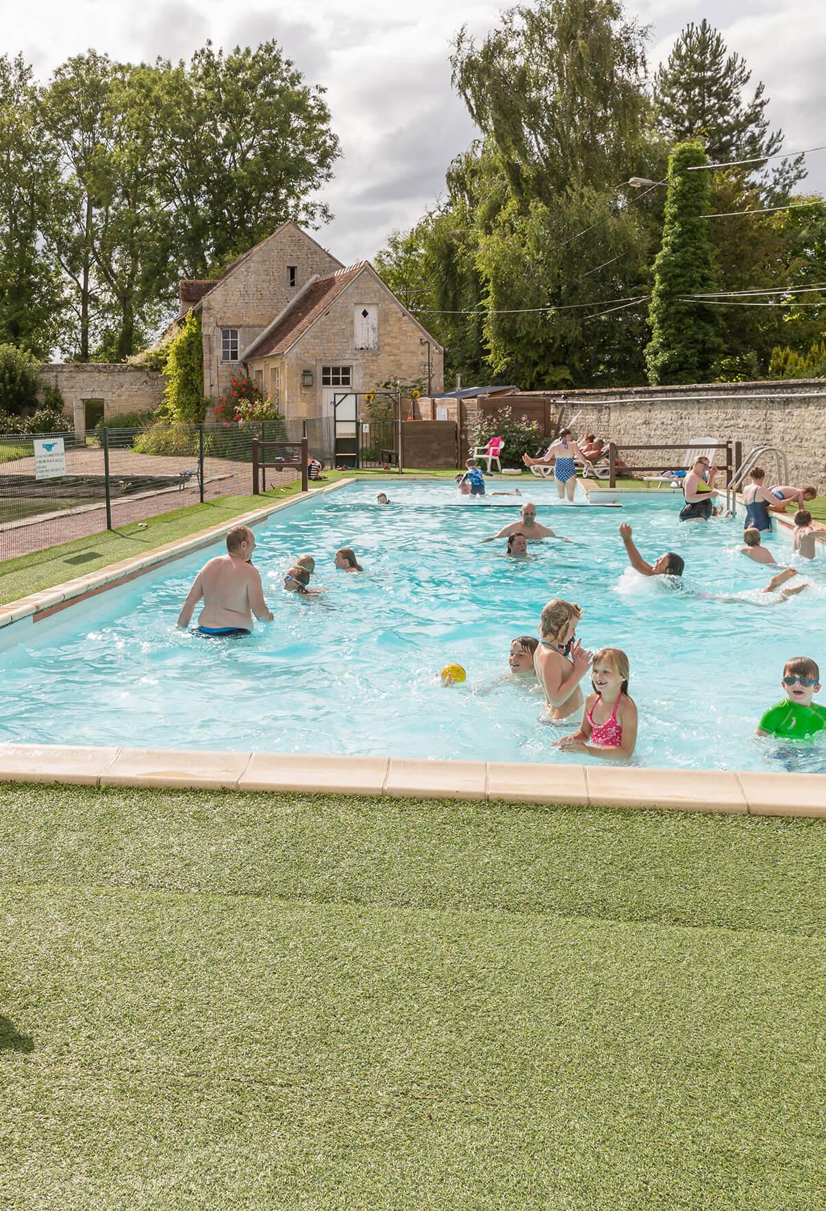 Location camping avec piscine extérieure
